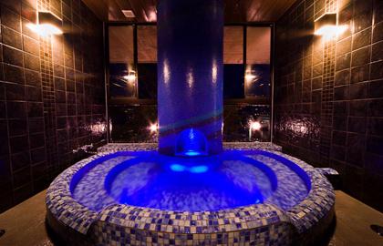 ライトが幻想的な雰囲気なお風呂
